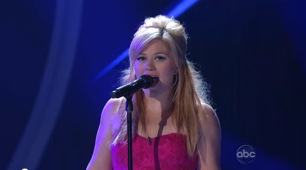 Kelly Clarkson Rocks