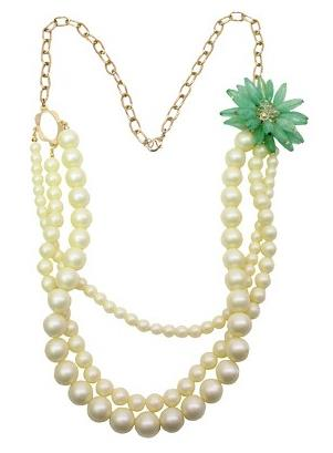 pearl-necklace-oversized